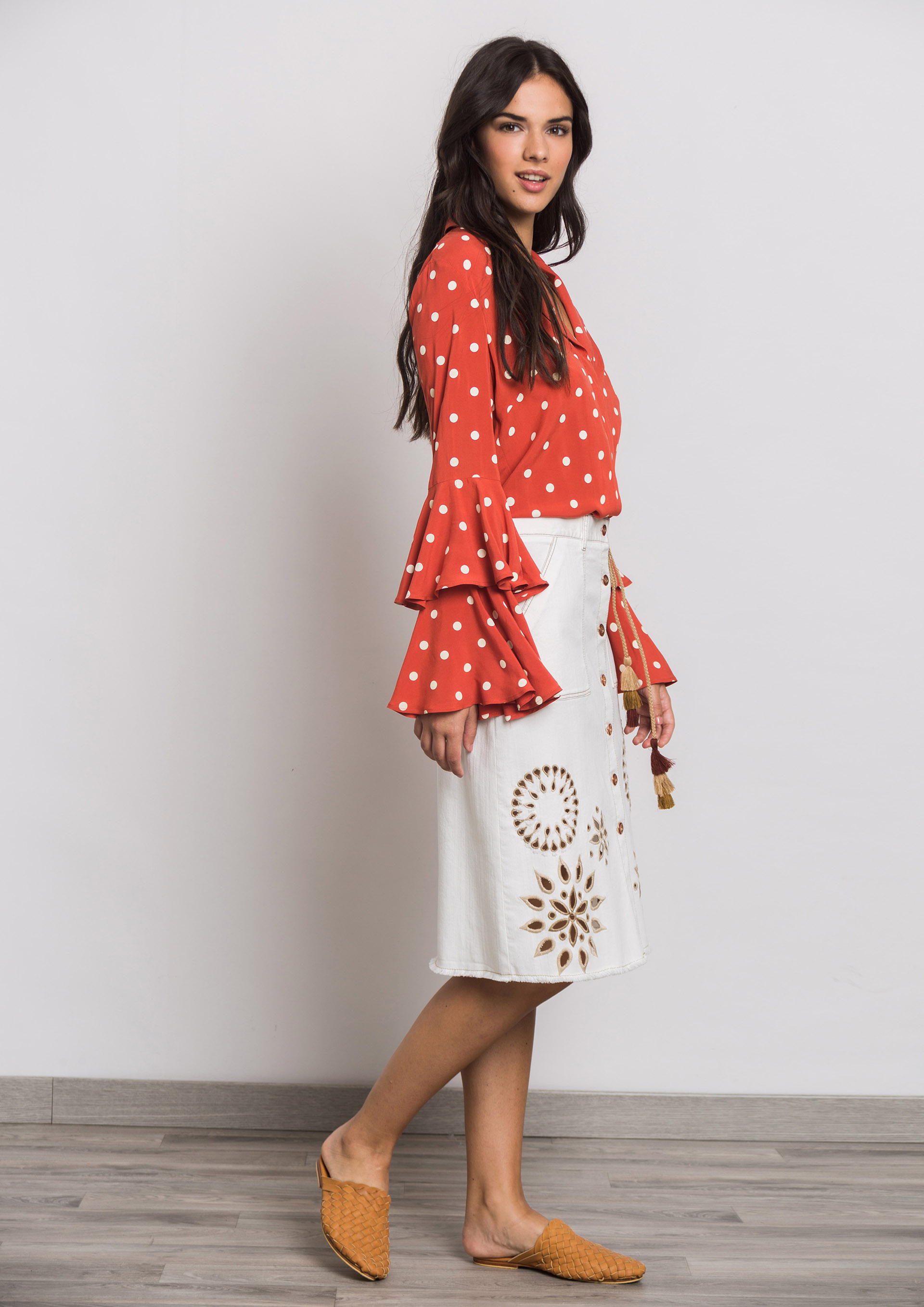0d8971a7a White denim skirt with open work details