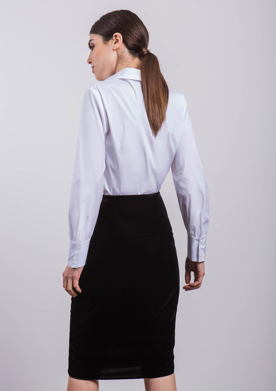 Camisa blanca con falda terciopelo 55757a3bdc11