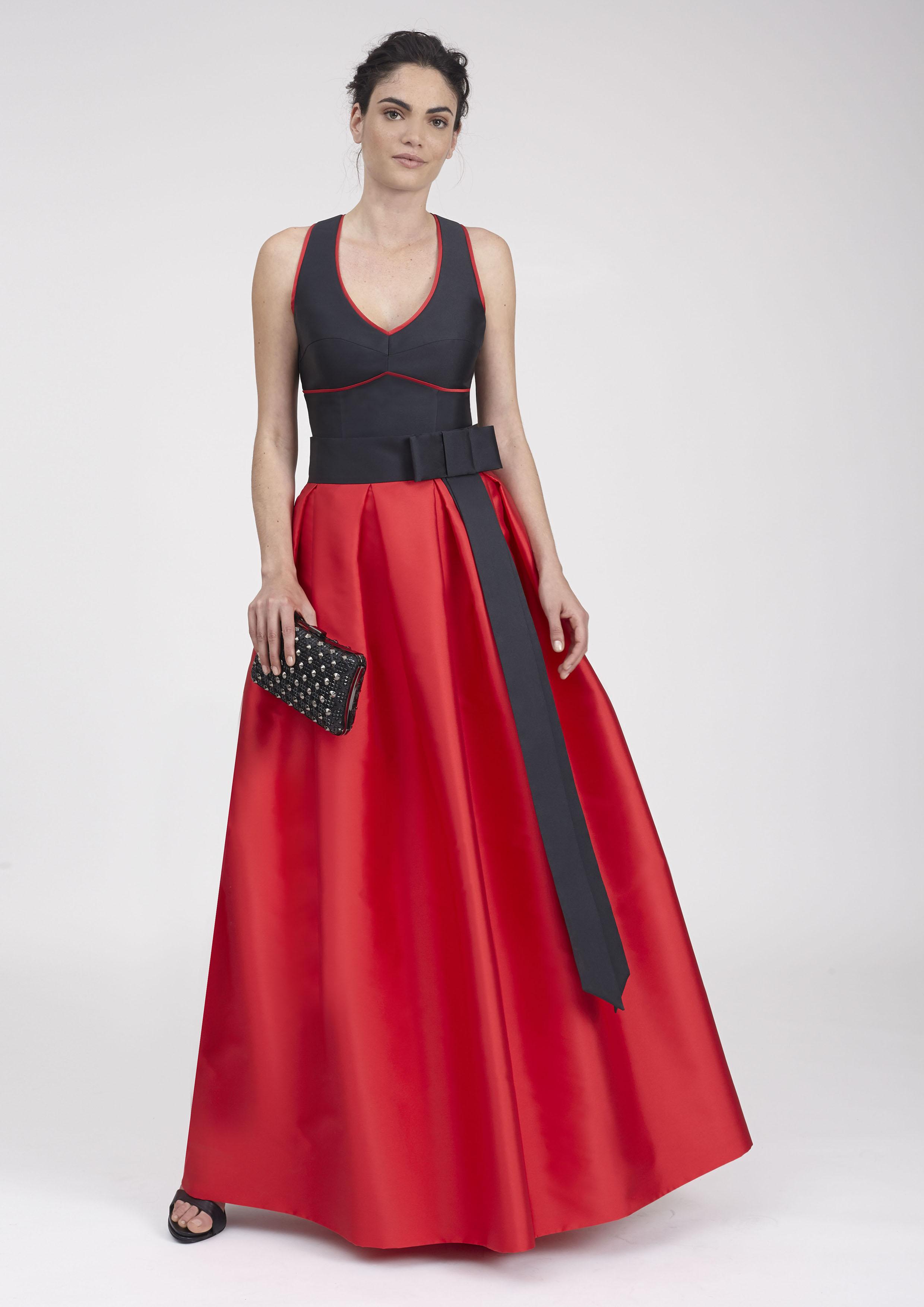 d149702c9 Top negro cruzado con falda larga en rojo