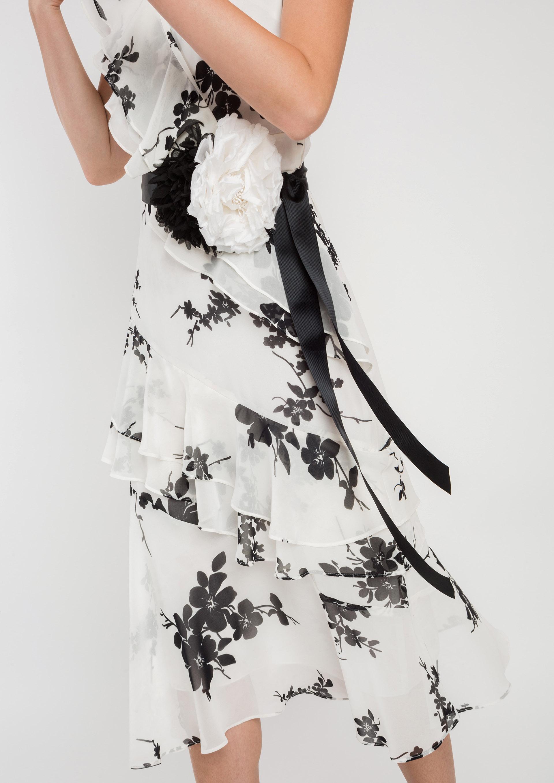 2a6f4af3ea Cinto de festa com flores branco e preto