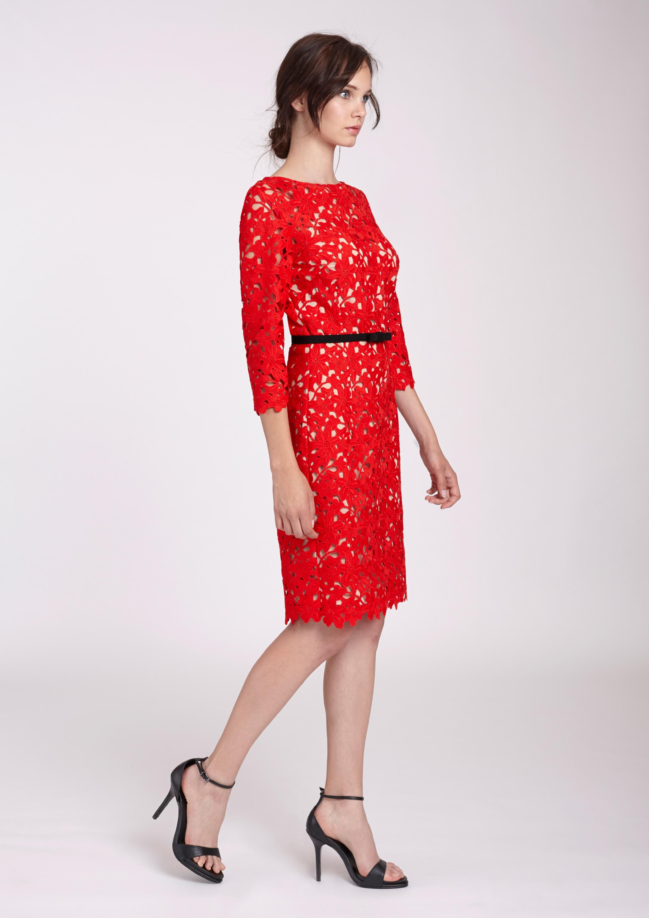 Vestido rojo en guipur