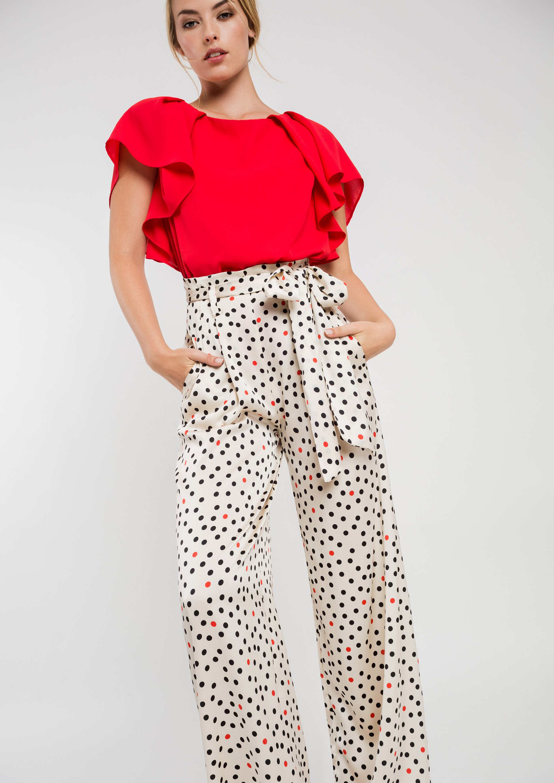 3d6ccbf0f6 Top rojo con pantalón de fiesta topos · Pantalón fluido de fiesta estampado  topos