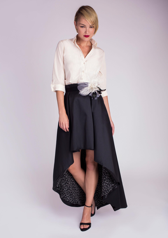 efd3177abb Blusa en crudo con falda negra asimétrica