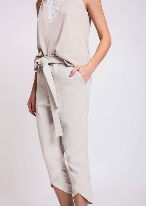 Beige trousers with bow