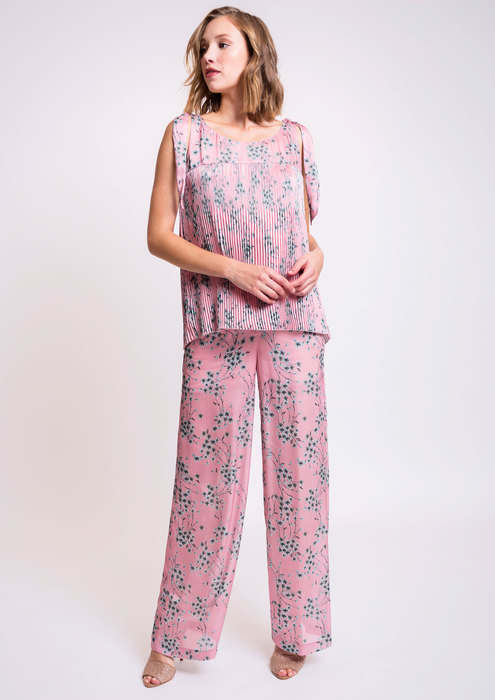 Pink blouse with fluid trousers