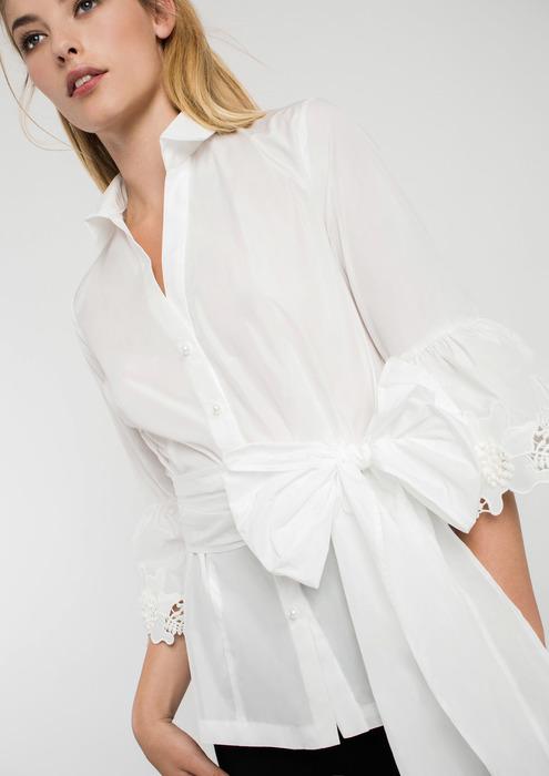 4b5324831de Camisa de fiesta blanca con lazada en cintura y puntilla en mangas