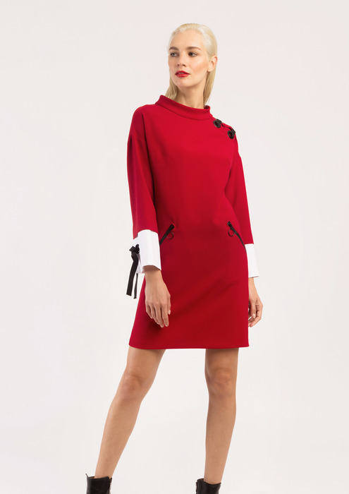 Boat neck dress in red.