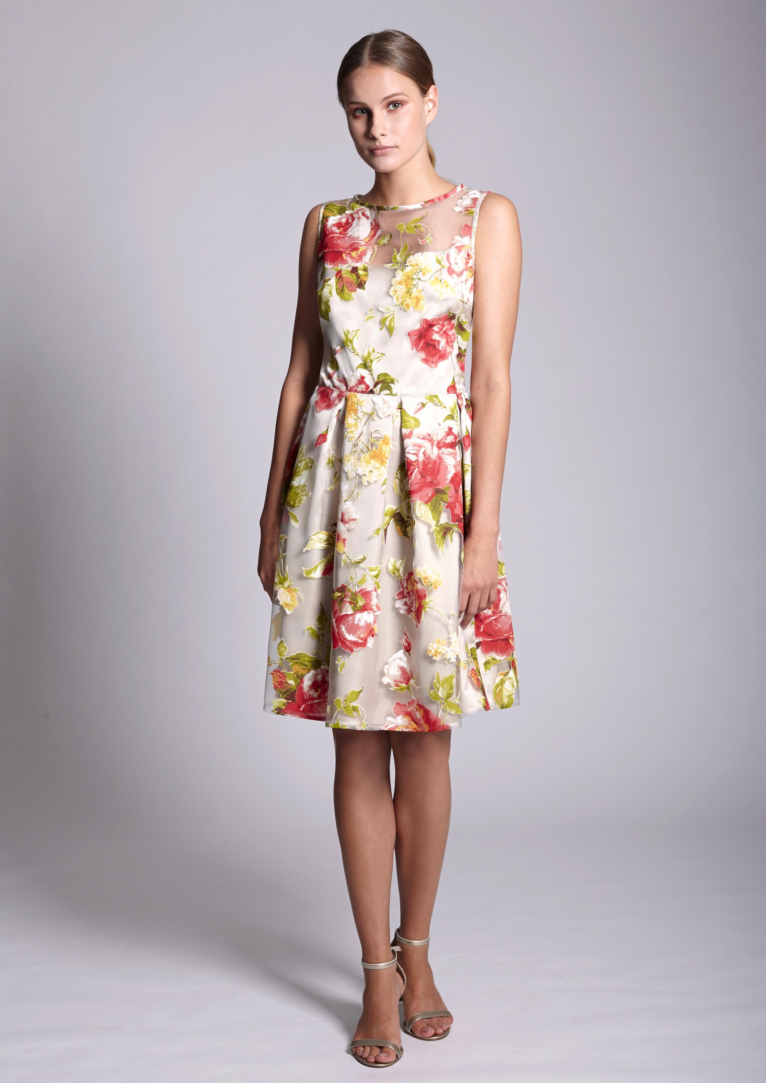 0aee02841 Vestido estampado corte princesa. Vestido estampado corte princesa atrás.  Devorado estampado floral